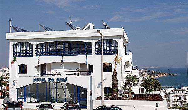 how to find affordable travel deals and hotels in Albufeira, Portugal